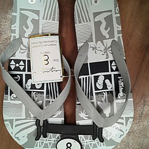 NWT Mens Laguna surfer design flops